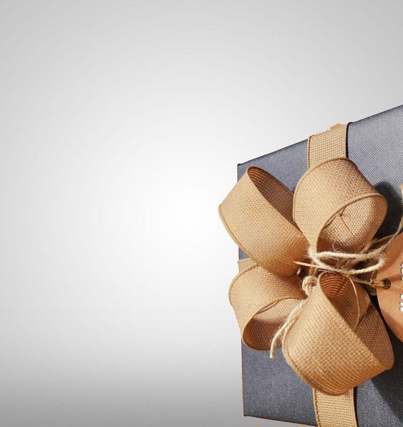 Prezent niespodzianka czyli co podarować narzeczonej w okazji Dnia Kobiet